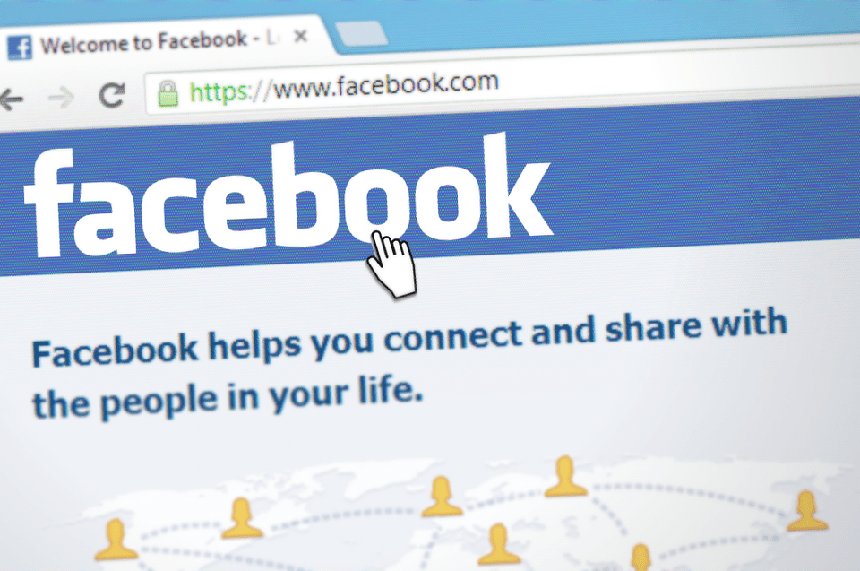 10 Things we all hate about Facebook……but still use it anyway!